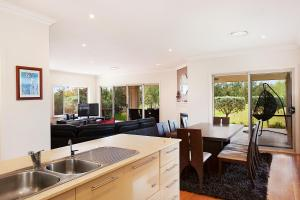 A kitchen or kitchenette at Peppertree Lodge Hunter Valley