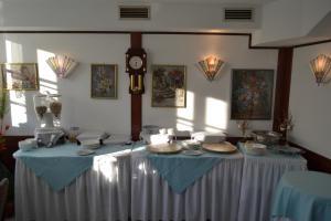 Ein Restaurant oder anderes Speiselokal in der Unterkunft Hotel Zum Lamm