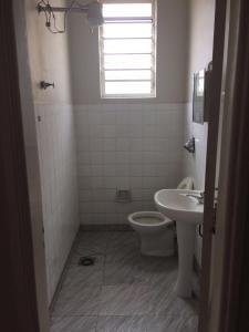 A bathroom at Hotel São João