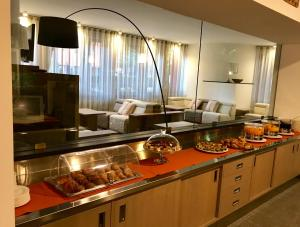 A kitchen or kitchenette at Hotel Palme