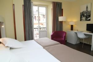 A bed or beds in a room at Gran Hotel España