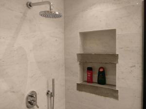 Un baño de Amadeus Luxurious Suite