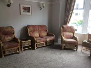 A seating area at Glenthorn Private Hotel