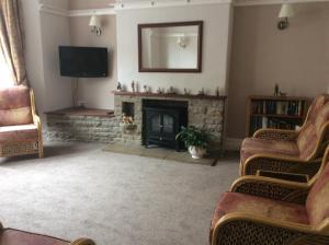 A television and/or entertainment center at Glenthorn Private Hotel