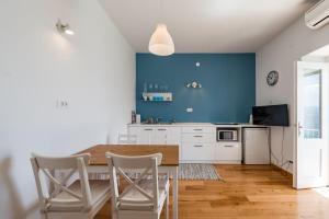 Kuchyň nebo kuchyňský kout v ubytování Nona Nata's House