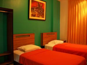 A bed or beds in a room at Hostal Hellen Ross