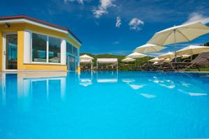 The swimming pool at or near Schlössl Hotel Kindl