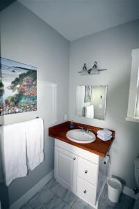 A bathroom at Guest Room 184