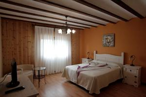 Cama o camas de una habitación en Casona Santa Coloma