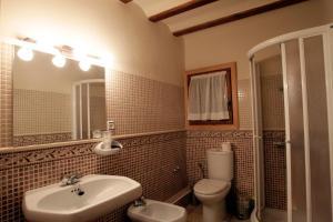 Un baño de Casona Santa Coloma
