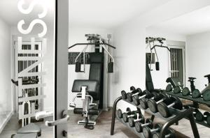 The fitness centre and/or fitness facilities at Hôtel Le Cottage