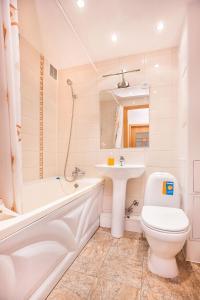 A bathroom at Apartments at Lva Yashina 10