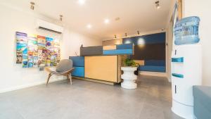 The lobby or reception area at Batavia Apartments