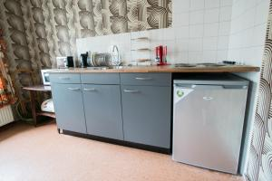 A kitchen or kitchenette at At Yetty's Place Vintage Apartment Hotel