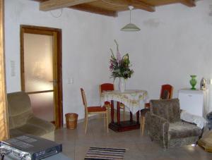 A seating area at Simon Falusi Vendeghaz