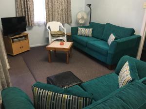 A seating area at Lisianna Apartments