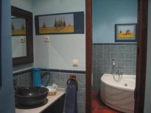 Un baño de Hotel Rural el Linaje de Los Cinco Sombreros
