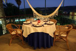 A restaurant or other place to eat at Solar de Chacim - Turismo de Habitação