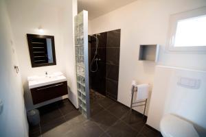 A bathroom at Marina di Favona
