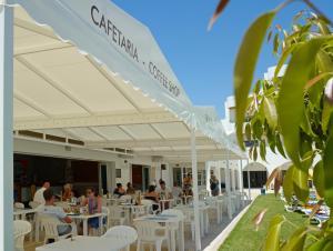 Een restaurant of ander eetgelegenheid bij Hotel Apartamento Brisa Sol