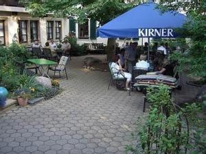 Ein Restaurant oder anderes Speiselokal in der Unterkunft Landhotel Niederthäler Hof