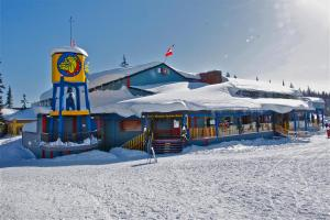The Bulldog Hotel during the winter