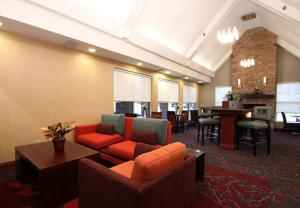 The lounge or bar area at Residence Inn by Marriott Davenport