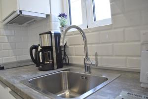 A kitchen or kitchenette at William Gladstone Apartment