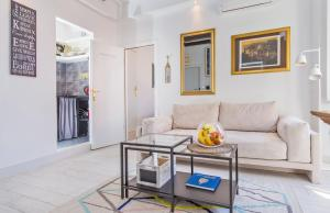 A seating area at Apartments and Room Le Petit Nono