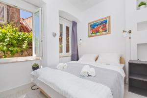A bed or beds in a room at Apartments and Room Le Petit Nono