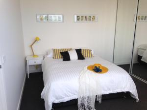 A bed or beds in a room at Newcastle Beach Apartment