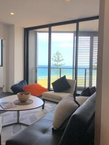 A seating area at Newcastle Beach Apartment
