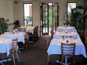 A restaurant or other place to eat at Great Eastern Motor Inn Gympie
