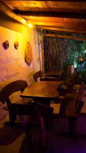 A restaurant or other place to eat at Divina Presencia