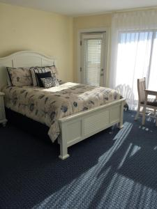 A bed or beds in a room at Surf & Sand Beach Motel