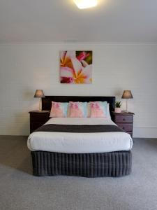 A bed or beds in a room at Frankston Motel