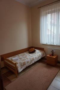 Łóżko lub łóżka w pokoju w obiekcie Ośrodek Wypoczynkowy Sowa