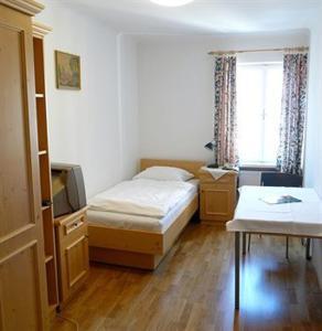Ein Bett oder Betten in einem Zimmer der Unterkunft Hotel Schwarzes Rössl