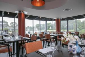 A restaurant or other place to eat at Fletcher Hotel-Restaurant Leidschendam – Den Haag
