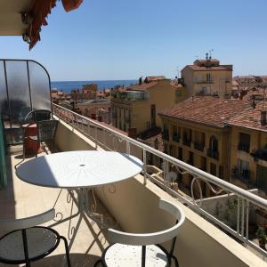 A balcony or terrace at Le Val Super with free parking