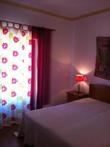 A bed or beds in a room at Casa do Cabo de Santa Maria
