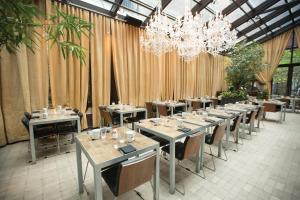 A restaurant or other place to eat at NoMo SoHo