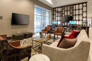 A seating area at DoubleTree by Hilton Evansville
