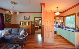 A kitchen or kitchenette at Araluen Park Cottages