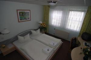 A bed or beds in a room at WALDHOTEL SEELOW - ein Land-gut-Hotel