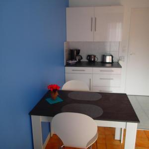A kitchen or kitchenette at Residence De La Mer