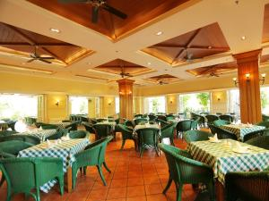 A restaurant or other place to eat at Palm Beach Resort & Spa