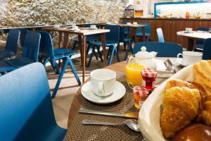 Um restaurante ou outro lugar para comer em Hôtel Sophie Germain