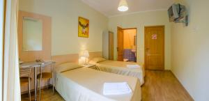Кровать или кровати в номере Кедр-Запад Отель