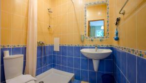 Ванная комната в Кедр-Запад Отель